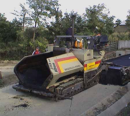 Distribuitor de asfalt ABG 325 EPM